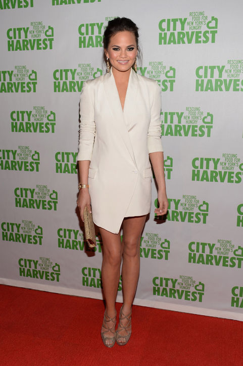 chrissy-teigen-city-harvest-white-blazer-dress-h724