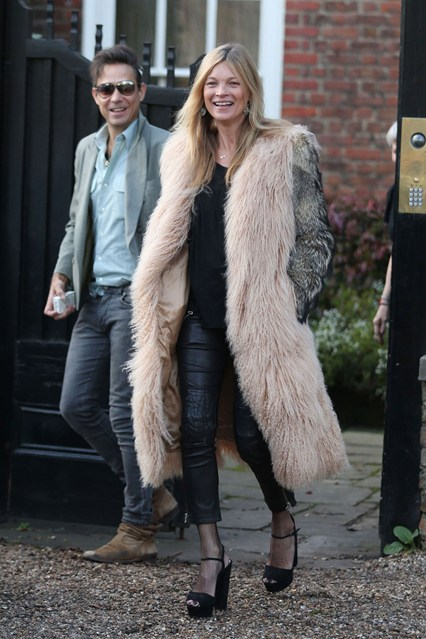 Kate-Moss-and-Jamie-Hince-Vogue-19Jan15-Rex_b_426x639_1
